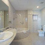 Baño MedPlaya Suite