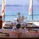 Une vue imprenable sur les Îles d'Or au restaurant La Voile de Cavalière