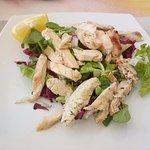 Pollo alla piastra con insalata