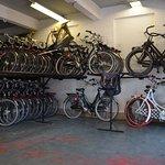 nog genoeg fietsen op voorraad! :-)