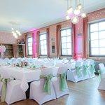 unser Festsaal geschmückt für eine Hochzeit
