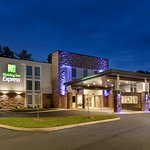 Holiday Inn Express Williamsburg Busch Gardens Area