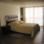 habitación suite para dos personas aire acondicionado  baño privado sala agua caliente t.v por c