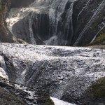 Eu desci ai da montanha e fui andando pelo rio até a cachoeira Furodano falls