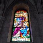 Vitral de la Virgen y los Reyes Magos
