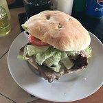 Cómodo local , buena atención , sándwich nada fuera de lo normal, grandes pero poco sabrosos , p