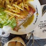 Saumon frais à la plancha avec frites et salade à volonté