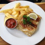 Hake with chips and tomato sauce
