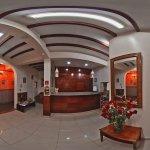 Recepción en Rincón Familiar Hostel Boutique. Vista 360 grados.