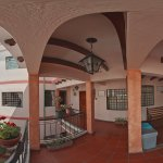 Segundo Patio y vista Panecillo en Rincón Familiar Hostel Boutique. Vista 360 grados.