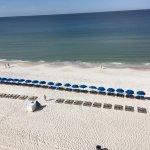 Foto de Landmark Holiday Beach Resort