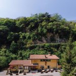 Il ristorante immerso nel verde e la quiete ....a 5 minuti dal lago di Garda