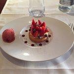 Menu au fil des saisons: cabillaud et pommes de terre embeurrées, méli-mélo de fraises. Un vrai