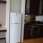 キッチン、冷蔵庫、電子レンジ、電気ポット
