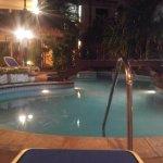 descanzo en la piscina