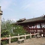 堯山在桂林市東北, 距市中心10公里, 是桂林最高的山峰, 門票已包乘吊椅來回上山頂和導賞講解