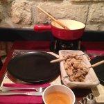 L'hiver, nous vous proposons la fondue savoyarde!
