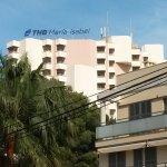 Im Hintergrund Hotel Maria Isabel - Zimmer auf 12 Etagen