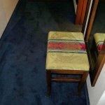 Das Zimmer war durchweg stilvoll eingerichtet, auch ein Hocker bildet hier keine Ausnahme.