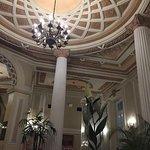 Hermoso y céntrico Hotel. Muy antiguo. Su ubicación es perfecta. Hay que mejorar la limpieza y h