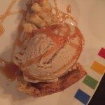 Apple & Walnut Tart, Cheddar Gelato/Tarta de Manzana y Nueces, Helado de Cheddar
