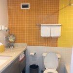 Bright, clean bathroom of 324