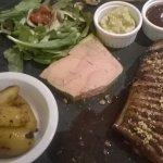 magret de canard et foie gras. Un délice!