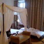 1ère chambre avec lit de camp cassé