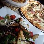 Salade fromagère er pizza la reine (si je me trompe pas)