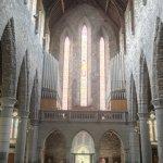 la structure en pierre et les orgues magnifiques