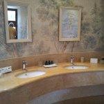 """salle de bain chambre """"la tour"""" coté lavabos"""