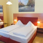 Double Room Economy, SinkinRoom, shared Bath Room/WC, free WIFI