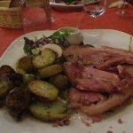 Cochon farci, patates sautées et sauce gribiche...Très copieux!