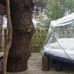 Voici la terrasse. A gauche côté couvert, et à droite le petit nid douillet