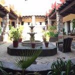 Jardín rodeado de habitaciones