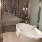 Una bañera espectacular, se echa de menos que sea de hidromasaje.