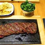 Flat iron steak con patatas rejilla