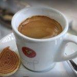 Espresso com um biscoitinho de bolo de rolo