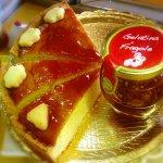 Torta con gelatina fiorpolline