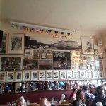 Bilder an den Wänden erzählen von der Geschichte Berlins/Deutschlands