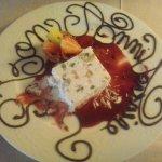 """dessert de mon mari """" nougat glacé au coulis de fruits """" et la petite attention du chef le décor"""