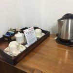 Tiene un buen servicio de café y té en la habitación