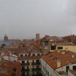 Una de las vistas desde arriba. Al fondo, en el centro, la torre de San Martín.