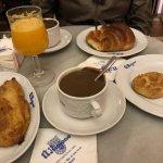 El Riojano: hot chocolate, croissant, torrija, rosquilla, zumo de naranja