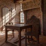 Poortgebouw met in 1905 hier vervaardigde Rietveld meubels