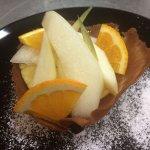 Gustosa cialda preparata dalla nostra cucina e guarnita con frutta di stagione