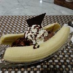 Banana split with ice cream