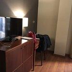 Minibar y servicios de habitación buenos.