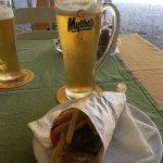 Tog Guros special som mellanmål. Endast 2 €. Väl värt sitt pris. Ölen kall och god.