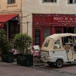 La devanture du restaurant et notre magnifique Piaggio !